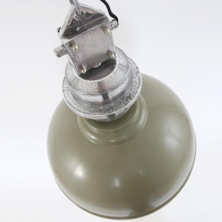 Metalen-hanglamp-met-grof-opzetblok